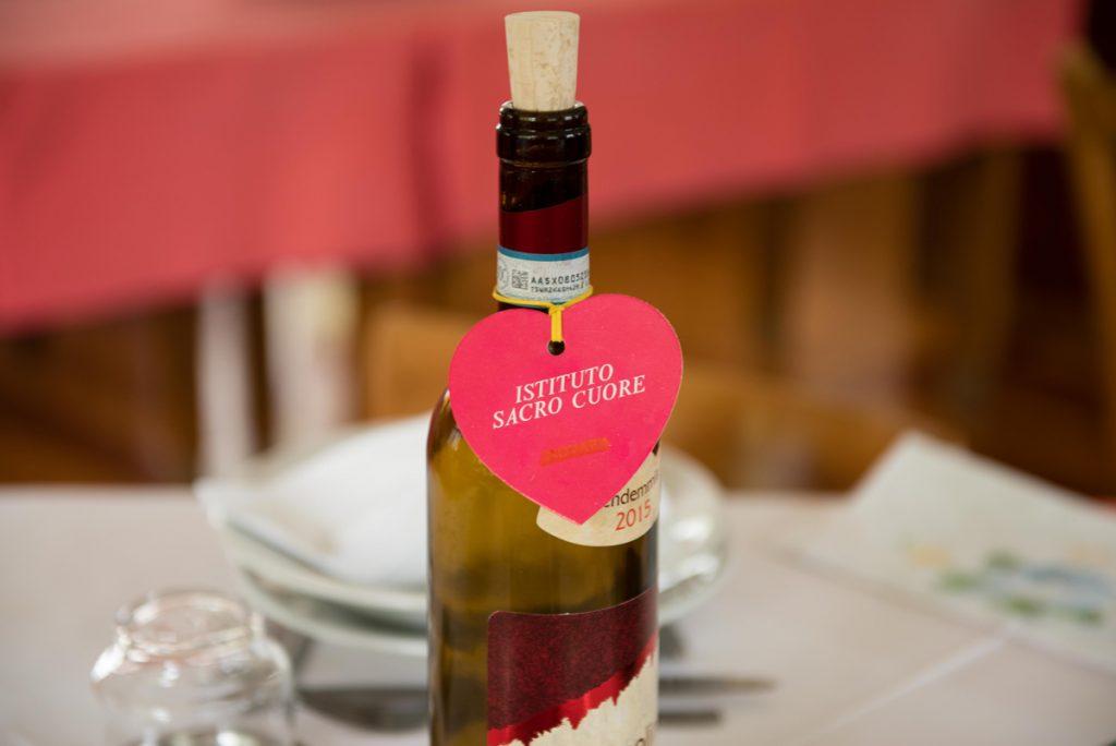 bottiglia di vino con segnanome