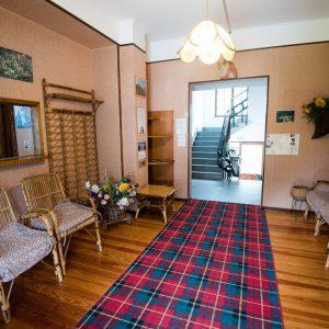 ingresso reception con sedie e tappeto